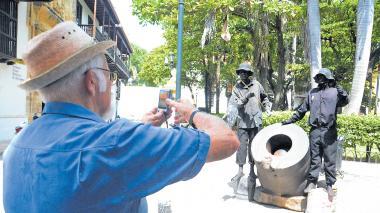Las 'estatuas humanas' se paran firmes y ahora son legales