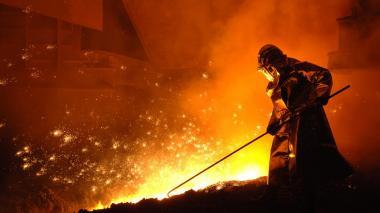 Trabajador del sector del acero en Colombia.