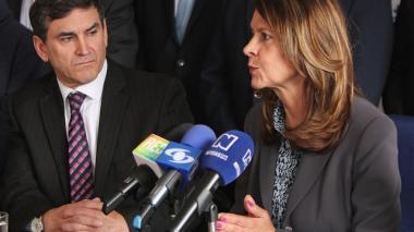 Jairo Clopatofsky junto a Martha Lucía Ramírez.