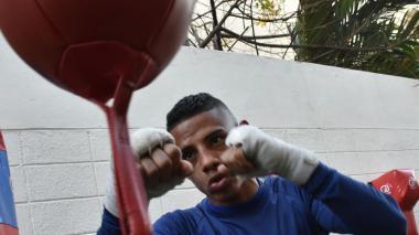John Martínez, púgil de 26 años, se considera un pegador fajador.