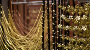 La tradicional bisutería en oro, plata y brillantes nunca pierde vigencia.