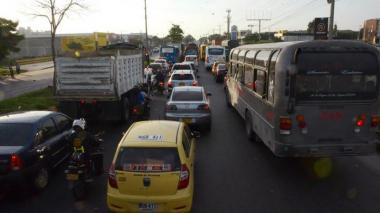 Restringen paso de vehículos pesados en vías de Soledad