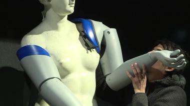En video | Así quedó la réplica de la Venus de Milo con brazos ortopédicos