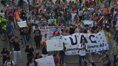 Universitarios marcharon por la defensa de la educación superior