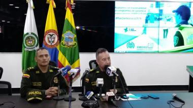 Mariano Botero y Mauricio Pérez durante la rueda de prensa en el comando de la Policía.