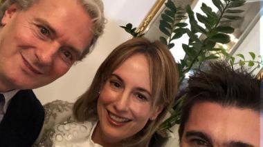 Silvia Tcherassi y Juanes, condecorados como colombianos destacados en España