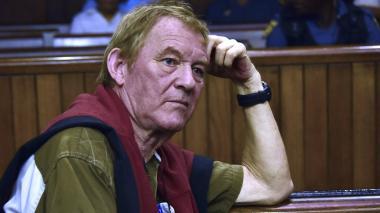Peter Frederiksen en el juicio en el Tribunal Superior de Bloemfontein, donde escuchó atentamente la condena que le fue impuesta.