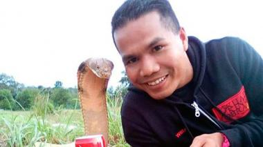 Muere famoso domador de serpientes mordido por una cobra