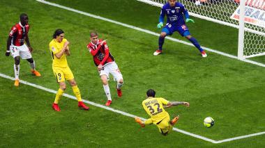 Con goles de Di María y Dani Alves, PSG gana 2-1 al Niza