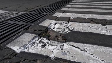 Pintan con señales de tránsito huecos sin tapar en Valledupar