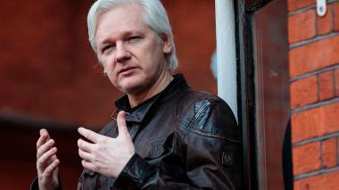 Ecuador incomunica a Assange en Londres