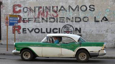 El gobierno estadounidense decidió reducir el personal de su embajada en La Habana a su mínima expresión.