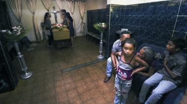 Dolor y rabia tras motín en el que murieron 68 personas