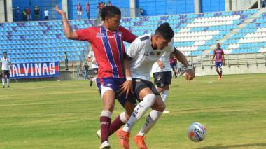 Acción del juego que disputaron ayer Unión y Llaneros en el estadio Sierra Nevada.