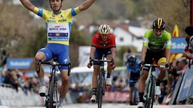 El ciclista francés Julian Alaphilippe, en la meta.