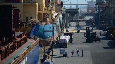 Actividad portuaria en Puerto de Barranquilla.