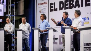 Los cinco presidenciables que participaron en el debate que se realizó este jueves en la Uninorte.