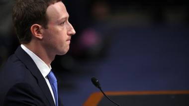 Mark Zuckerberg se disculpa ante el Senado de los Estados Unidos