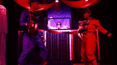 Ganadores de los estímulos durante presentación de 'Mambrú se fue a la guerra'.