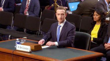 """Facebook """"trabaja"""" con fiscal especial sobre injerencia rusa: Zuckerberg"""