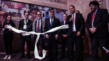 Santos inauguró la Filbo con un recorrido por el Centro de Memoria Histórica
