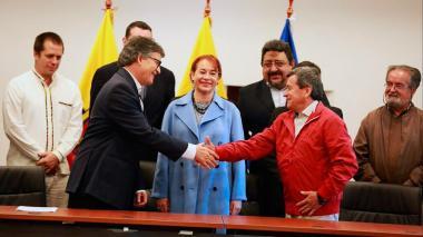 Cuatro países se ofrecen como sede de los diálogos Gobierno-Eln