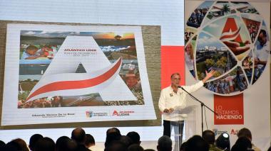 El gobernador Eduardo Verano entrega el informe de rendición de cuentas.