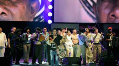 Carlos Vives con los artistas que participaron en la Iliada Vallenata que él dirigió.