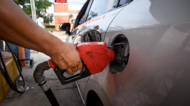 Gasolina sube $99 por alza del petróleo