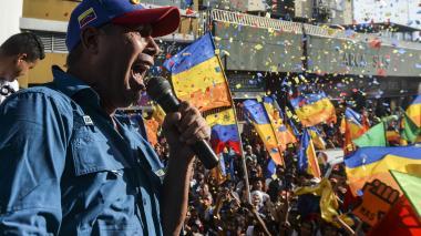 El candidato presidencial opositor venezolano Henri Falcon habla a sus partidarios durante una manifestación electoral en Barquisimeto, Venezuela.