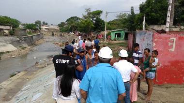 Autoridades continúan recorrido en zonas afectadas por aguacero en Soledad