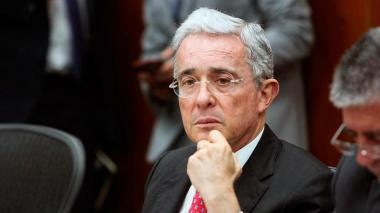 Uribe dice que fue notificado por Mininterior sobre posible atentado en su contra