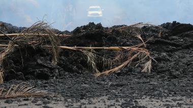 Volcán destruye decenas de casas y amenaza muchas más en Hawái