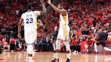 Los Warriors golpean primero a los Rockets en final del Oeste de la NBA