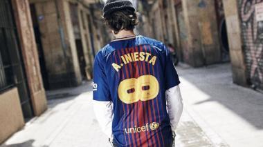 Barcelona saca una camiseta en homenaje a Andrés Iniesta