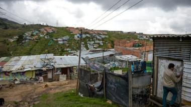 Pobreza en la periferia: la bomba social que deja la guerra en Colombia