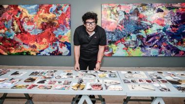 José Horacio Martínez, artista bugueño, reconocido por utilizar en sus pinturas tonalidades verdes, azules, rojas y amarillas.