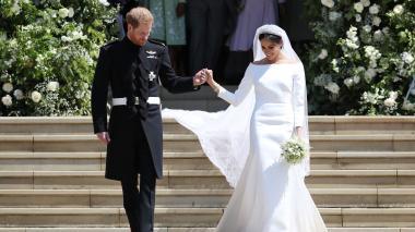 Meghan Markle lució un sencillo vestido de seda blanco, de Givenchy