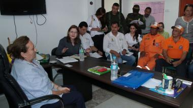La gobernadora (e) de Córdoba, Sandra Devia (izq.), y la alcaldesa Maricel Náder durante la reunión con los organismos de socorro.