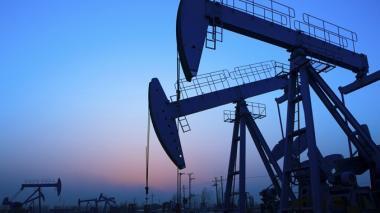 Tensiones con Irán y Venezuela elevan el precio del crudo