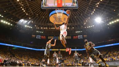 Rockets vencen a Warriors y empatan la serie final del Oeste a dos triunfos