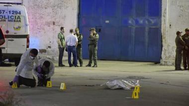 Asesinan de siete disparos a una mujer en el barrio Montes