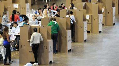 El Poliscopio   Petro versus #VotoEnBlanco