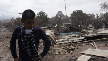 Suben a 109 los muertos por erupción de volcán en Guatemala