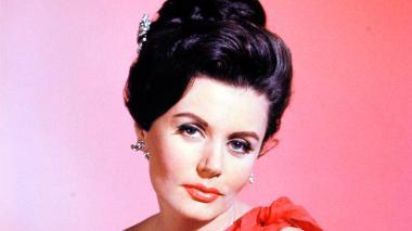 Eunice Gayson, actriz británico.