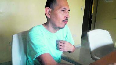 Juan Carlos Sánchez Latorre, en medio del diálogo en la cárcel El Rodeo II.