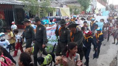 La marcha se realizó por las calles del barrio Mesolandia.