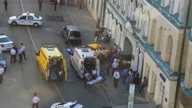 Taxista embiste a multitud en Moscú y deja 7 heridos