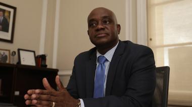 Ministro de Ambiente dejará su cargo en dos semanas