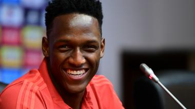 El defensa central Yerry Mina sonriente durante la rueda de prensa ayer de la Selección Colombia.